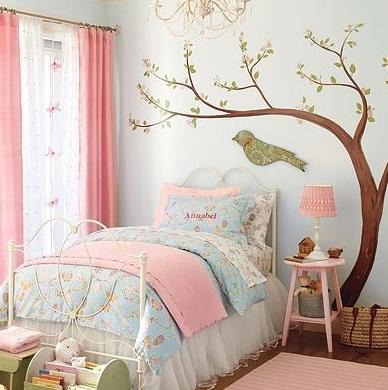 дерево в детской